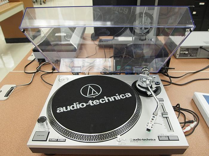 Turntable for digitizing vinyl records.
