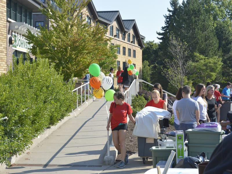 Red Carpet Crew help students move into Johnson Hall