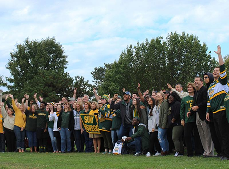 Students, faculty, staff, alumni and administrators gather for the college's annual Green and Gold Day photo.