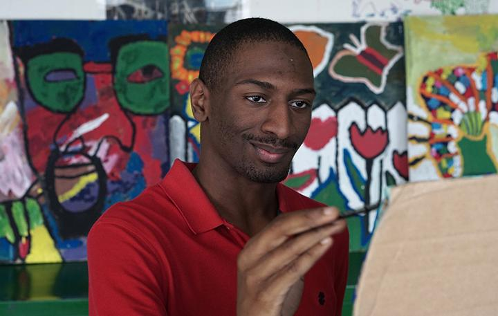 """Intelligent Lives"" star Naieer works in art class"