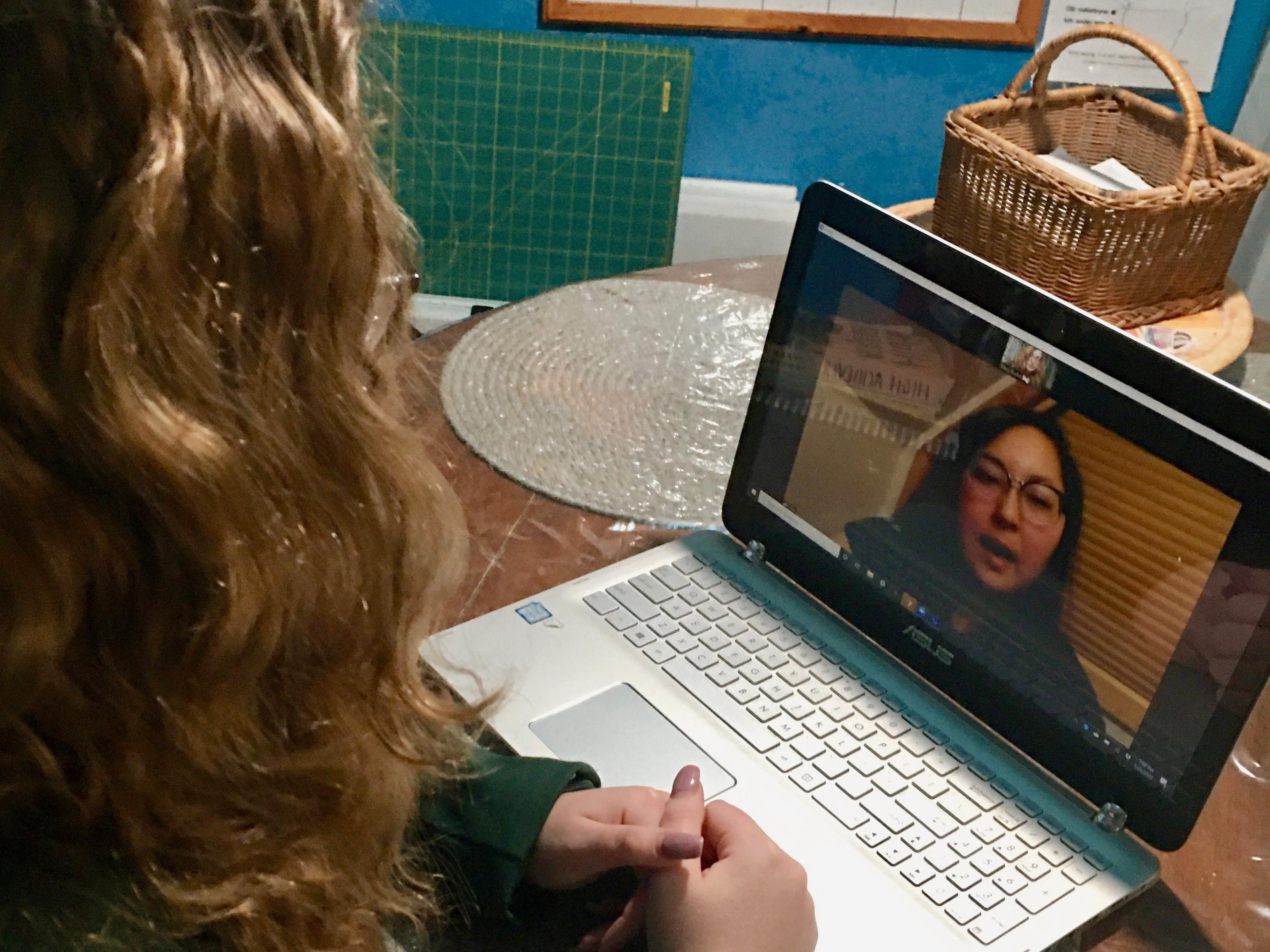 Career Service student Navigators chat remotely