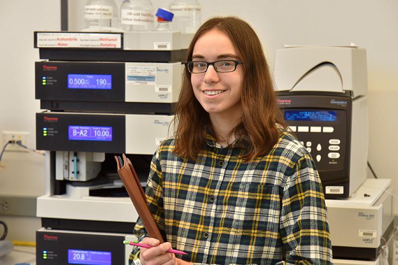 Sarah Rappleye in a chemistry lab