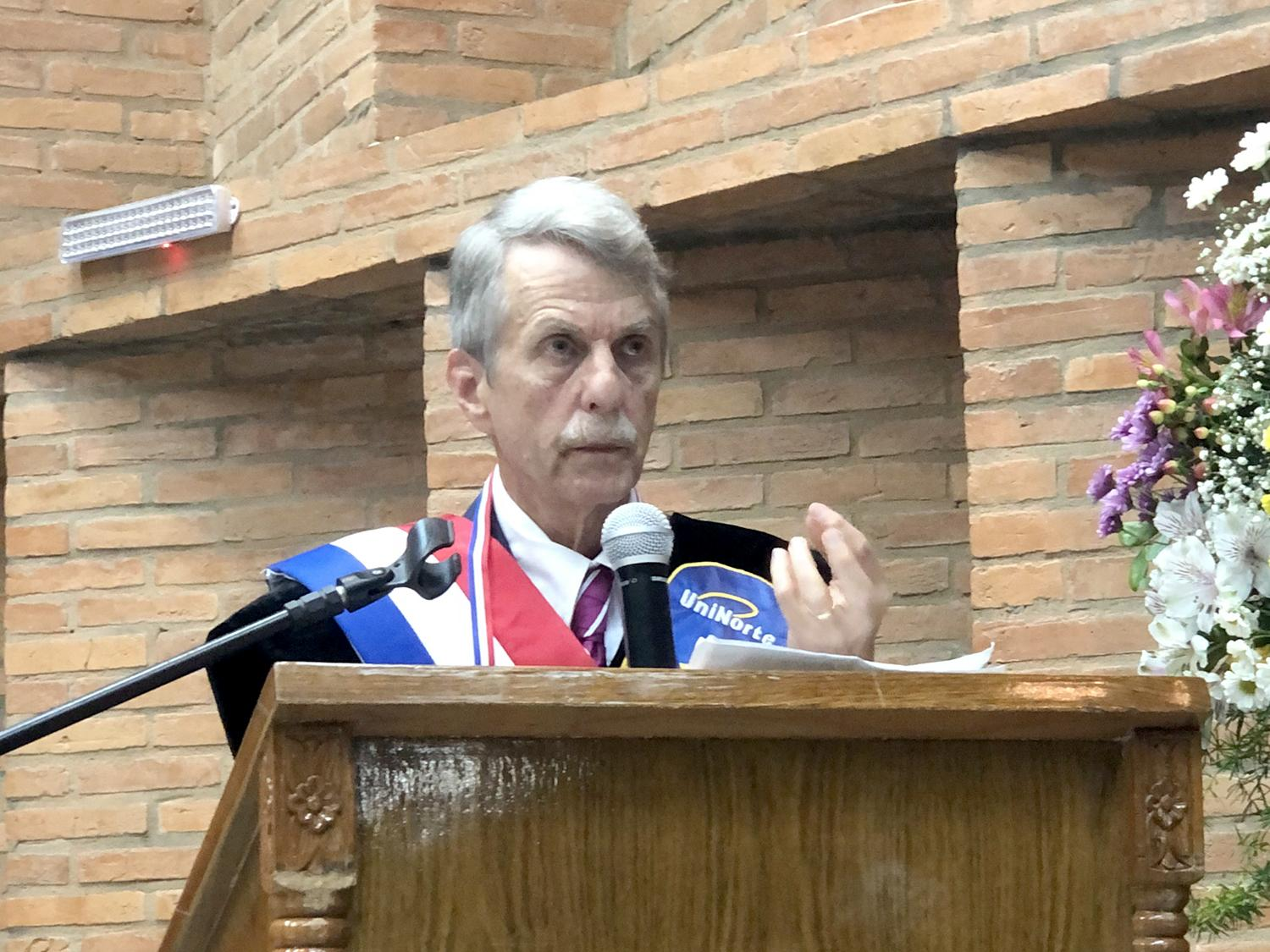 Tracy Lewis speaks at ceremony honoring him in Paraguay