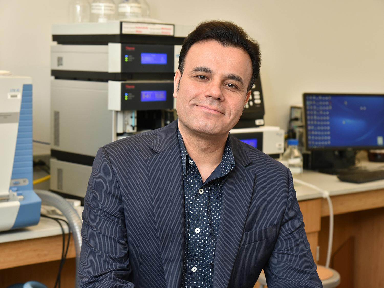 Vadoud Niri was honored for his mentorship of student researchers