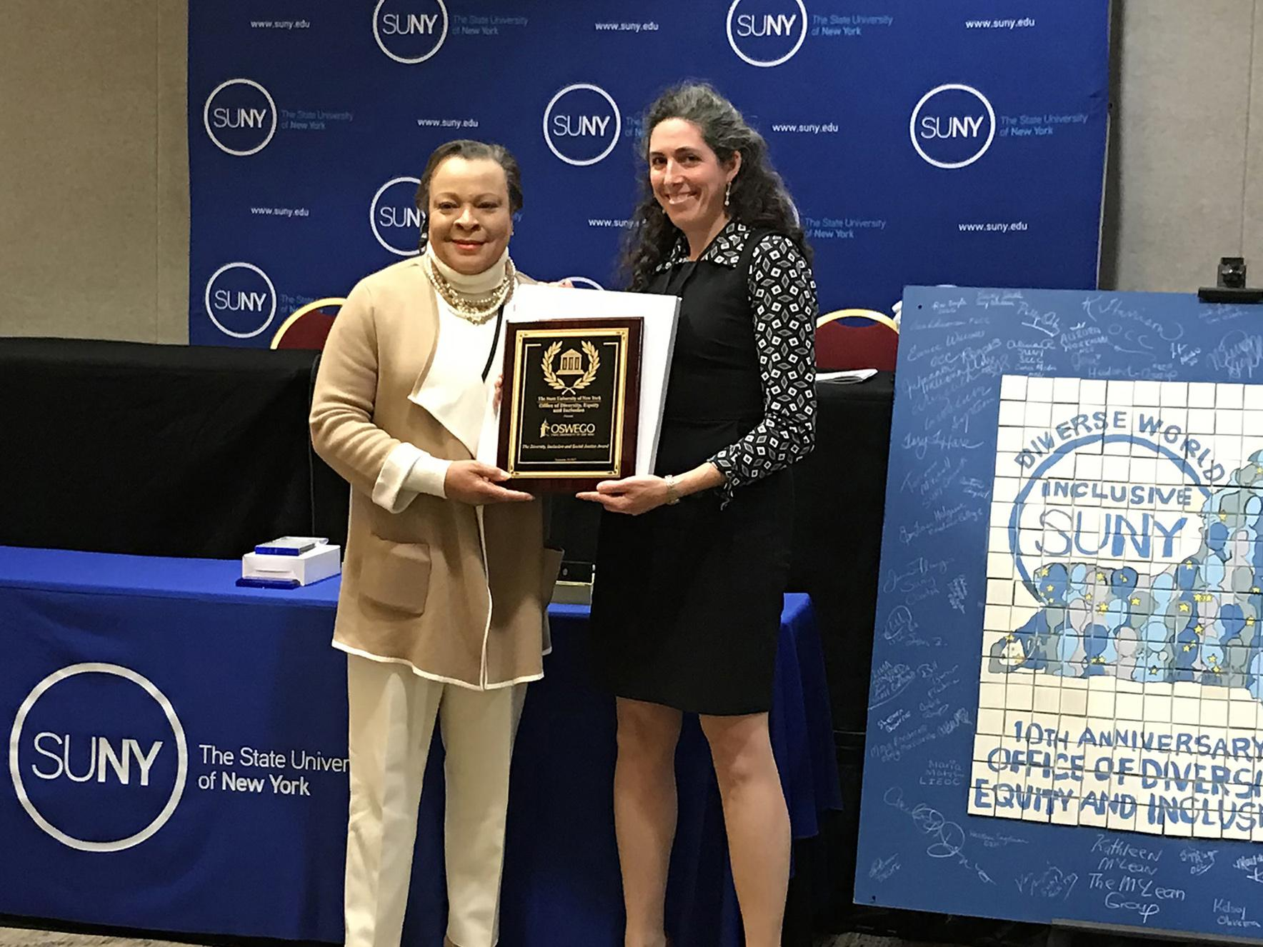 Jerald Woolfolk, Gwen Kay hold SUNY diversity award