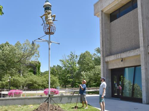 New birdhouse sculpture donated to college