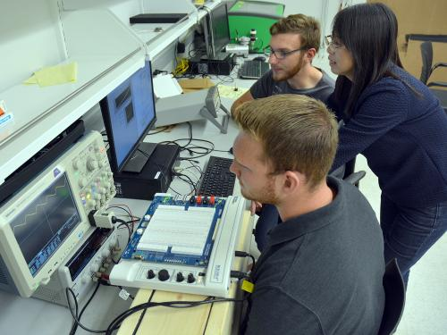 Students, faculty mentor work on energy research