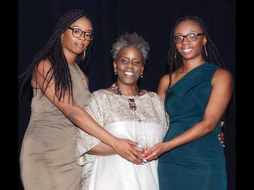 Campbell twins accept Harlem Fashion Week cultural groundbreakers award