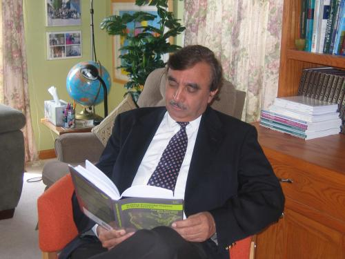 Sarfraz Mian reading one of his books