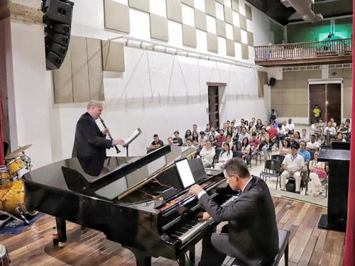 SUNY Oswego faculty members perform at Unibac clinic in Colombia