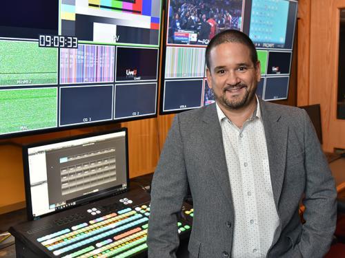 Francisco Suarez teaches SUNY Oswego students about filmmaking and storytelling