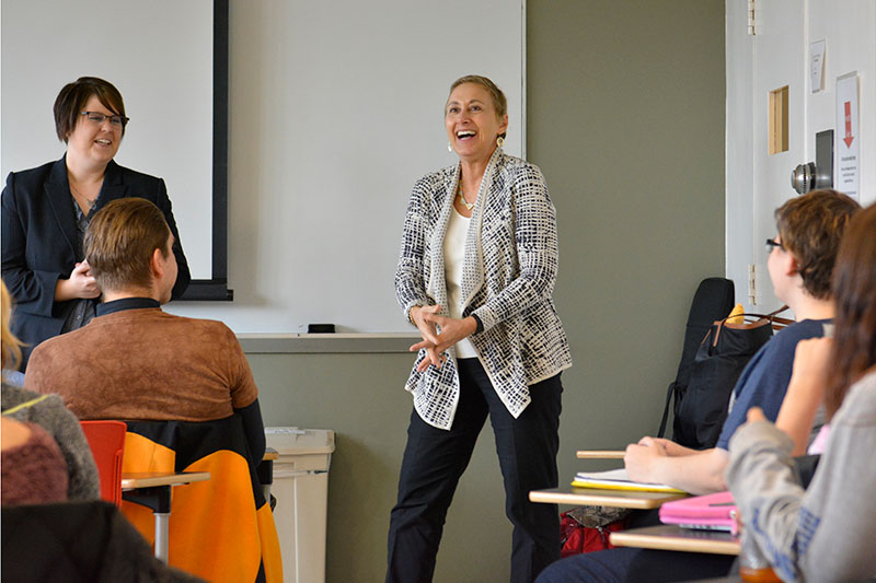 Alumna Andrea Virgilio Cotter speaks with students