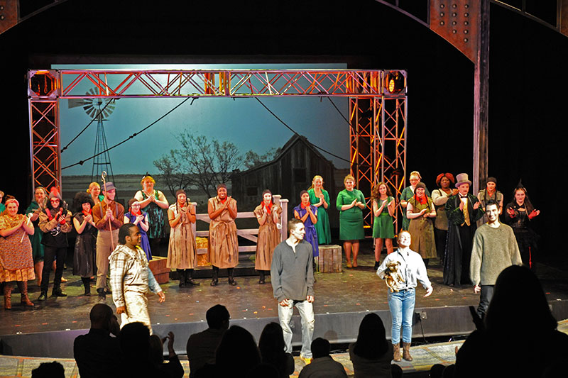 Wizard of Oz cast takes bow