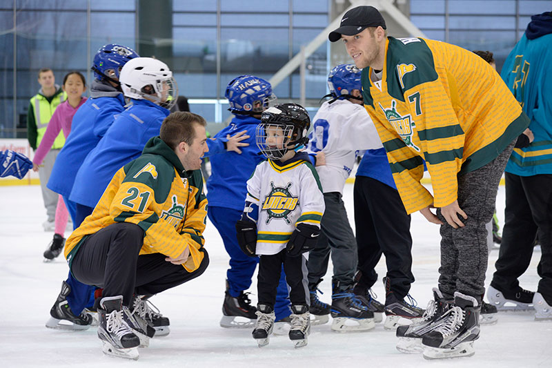 Lakers skate with local kids