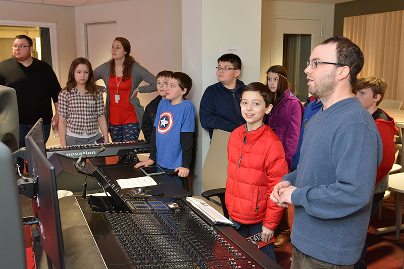 Students tour recording studio