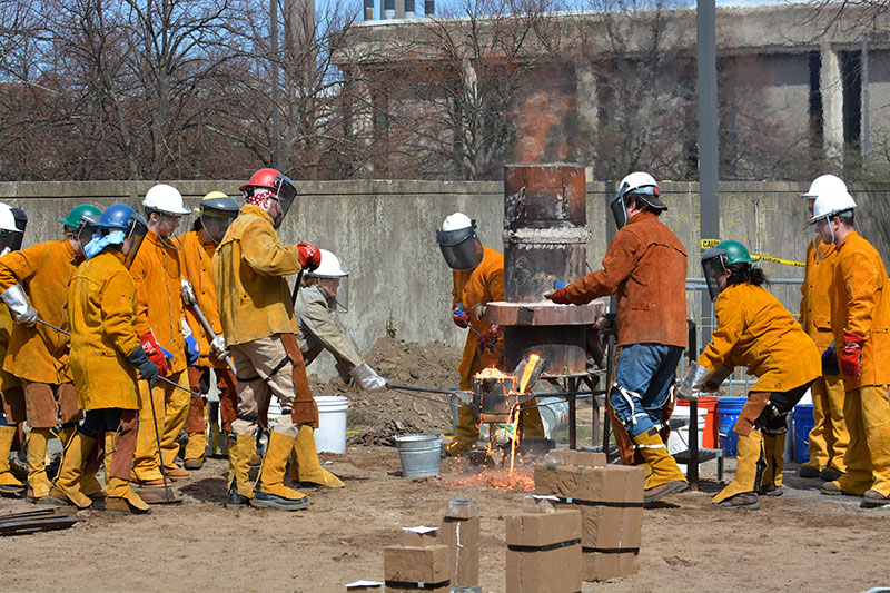 Iron Pour sculpting event