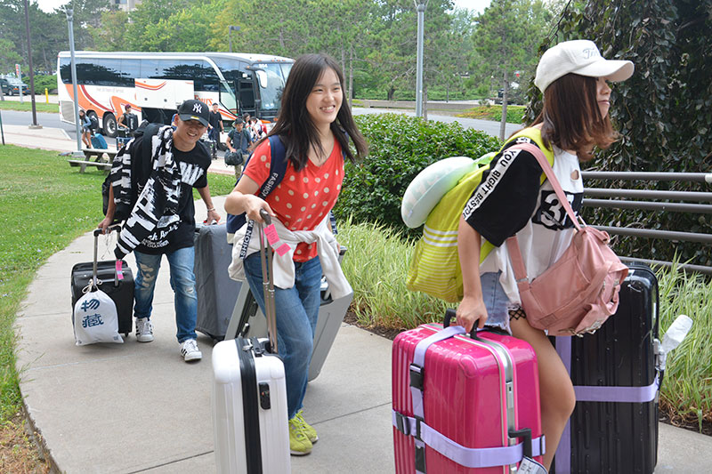 International students moving into Hart Hall