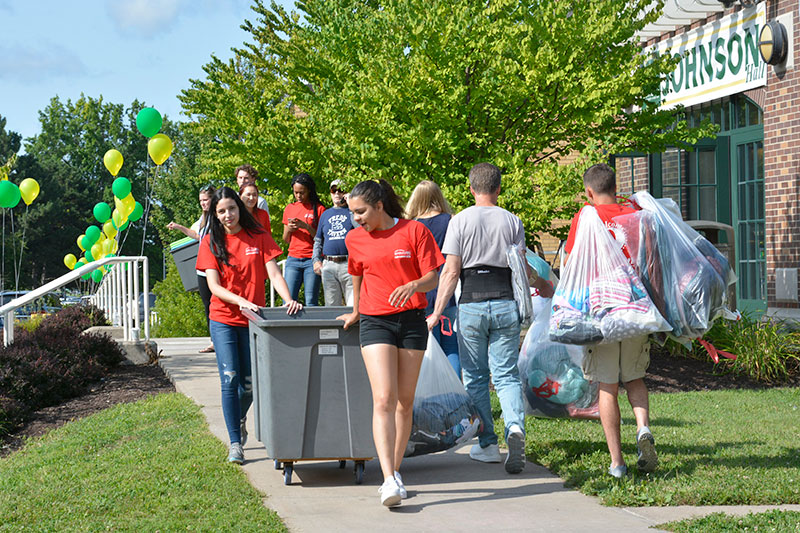 Students moving into Johnson Hall