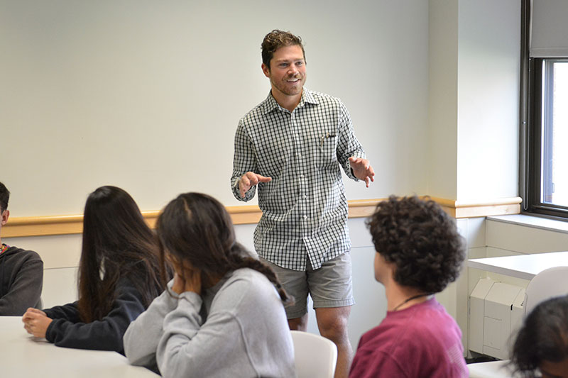 Alumnus Elliott Couch speaks to students about education and nonprofit work