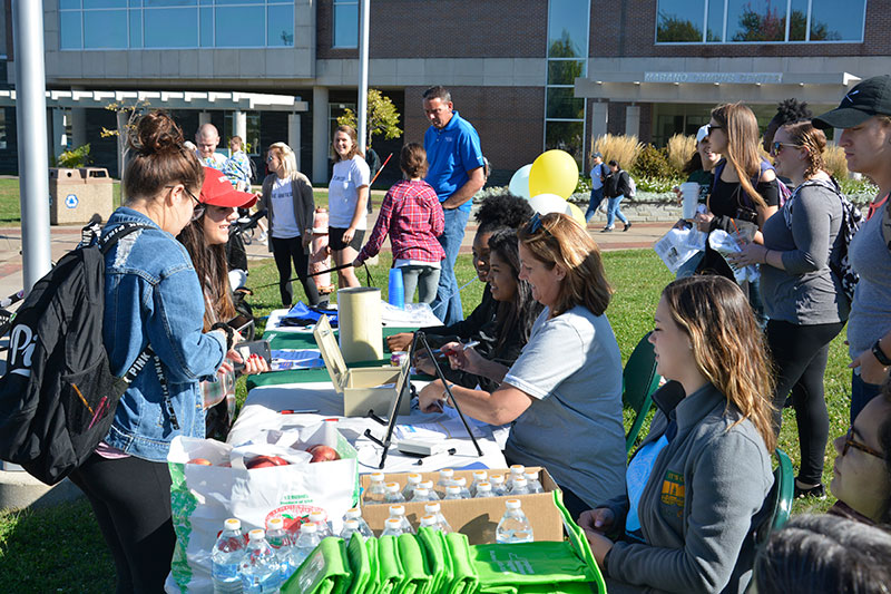 Volunteers sign up United Way Walk-A-Thon participants