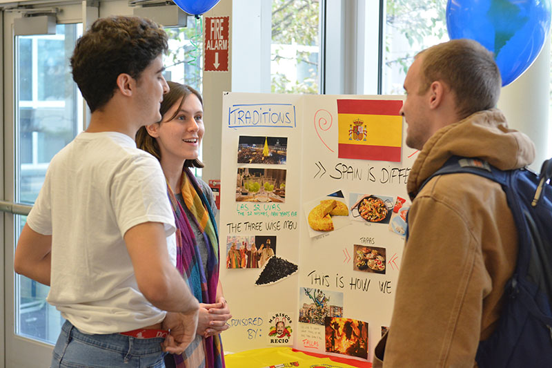 Students discuss Spain and its cultural offerings