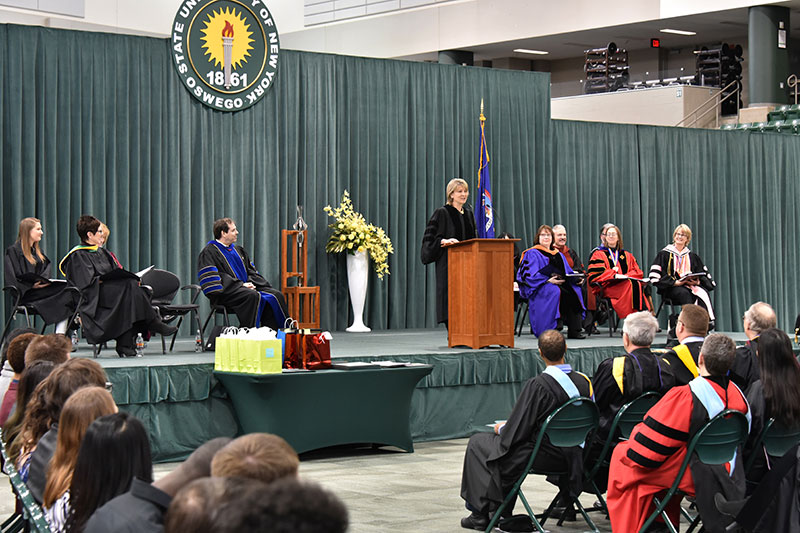 Honors Convocation keynote Kathy Bower speaking