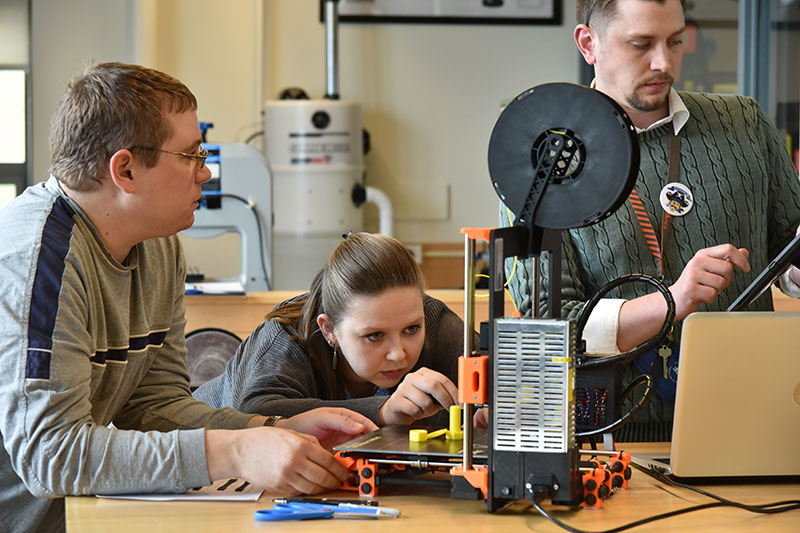 Students work with 3-D printer in Park Hall CAD Lab