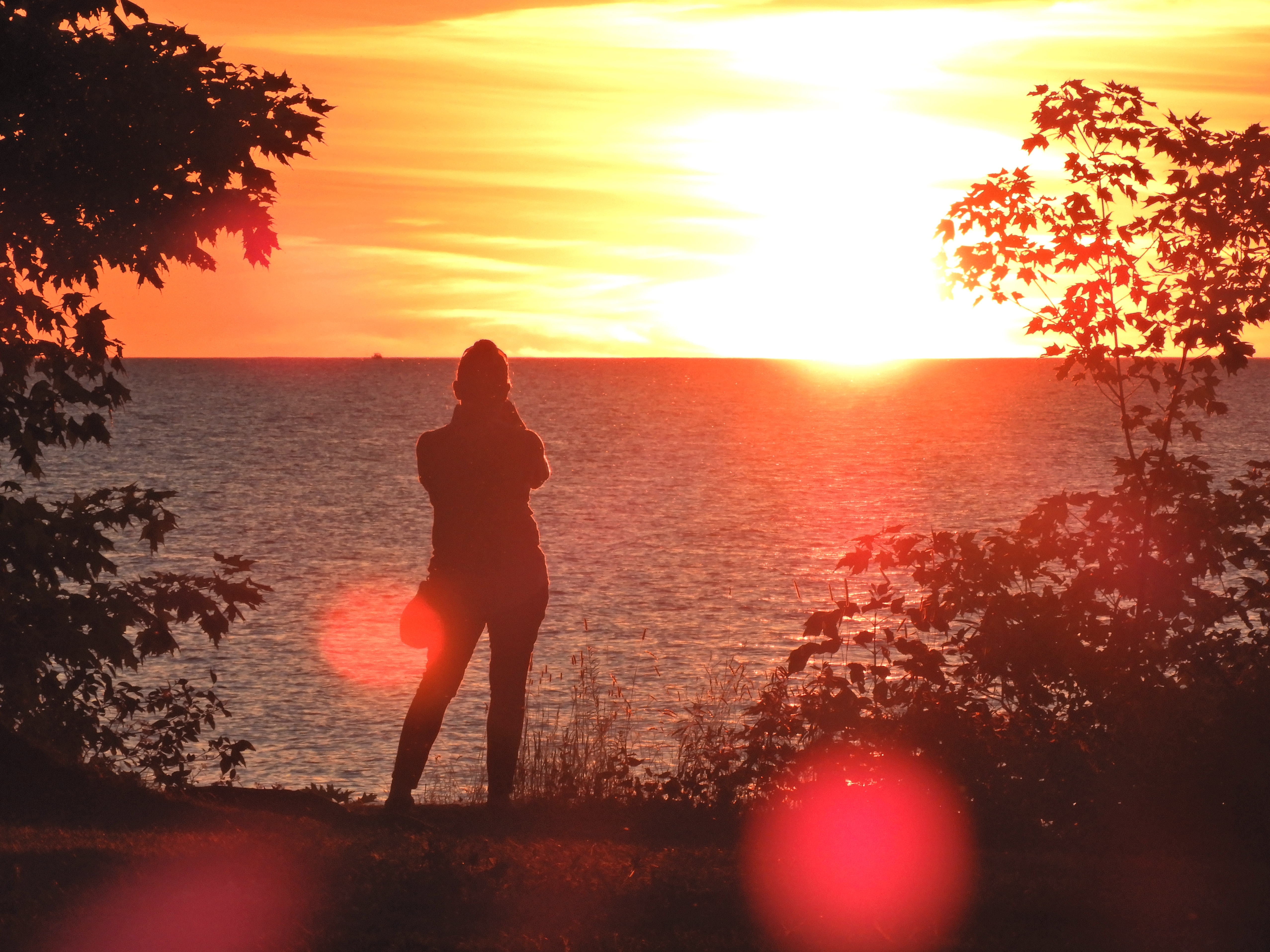 Photographer captures sunset over Lake Ontario