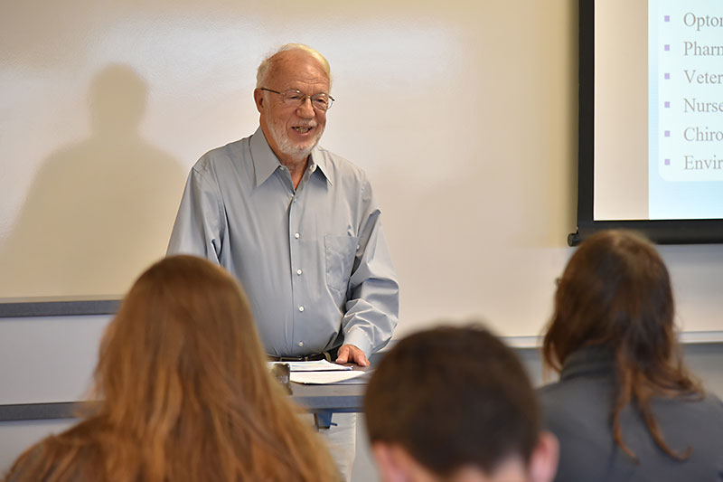Gus Silveira speaks with chemistry students