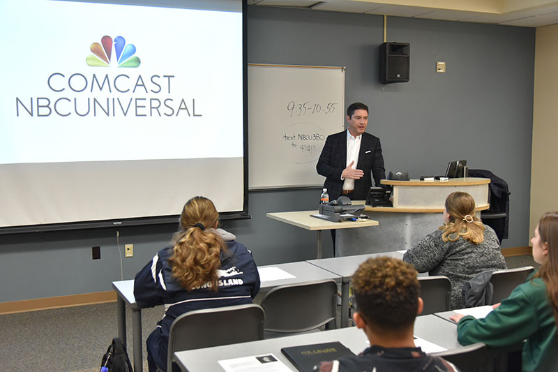 Alumnus Tom Winiarski, class of 1991 and now NBCUniversal's executive vice president for planning and monetization, Advertising Sales, speaks with a class
