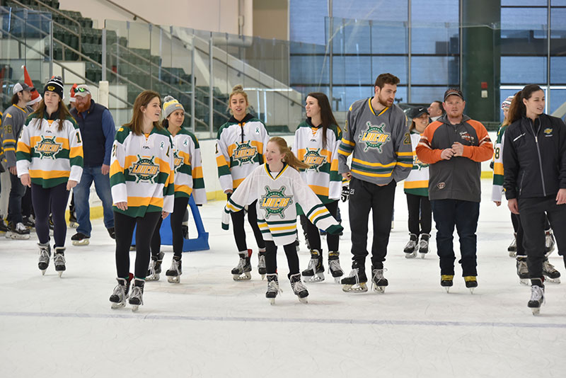 Men's and women's ihockey team members join skaters from the community
