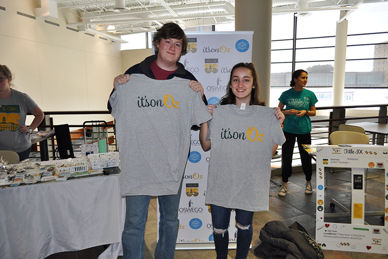 Fresmen Andrew Sigurdson and Katie Miano hold up their It's On Oz T-shirts