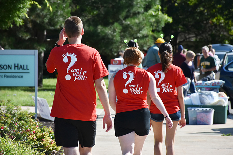 With T-shirts emphasizing their readiness to help, student volunteer Red Carpet Crew members head toward their next new community member moving into Johnson Hall