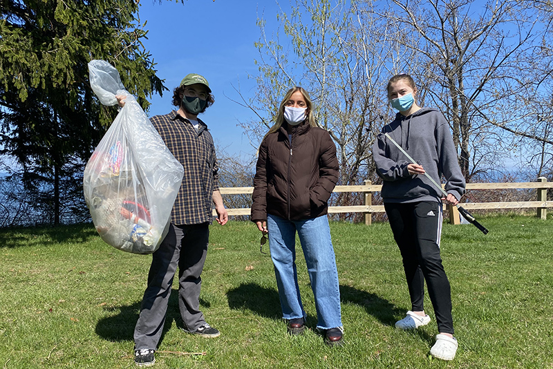Sustainability Office interns and volunteers collected litter from various zones around campus, starting on April 19 during Earth Week. Several litter collection events were held on campus throughout the week in an effort to improve the environment as well as measure the impact.