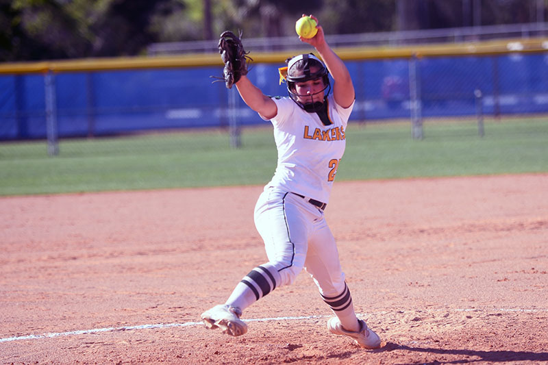 Softball pitcher Rebecca Vilchez in action