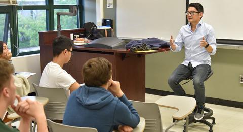 Jeff Knauss speaks to a class