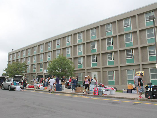 Students are moving into Oneida Hall.