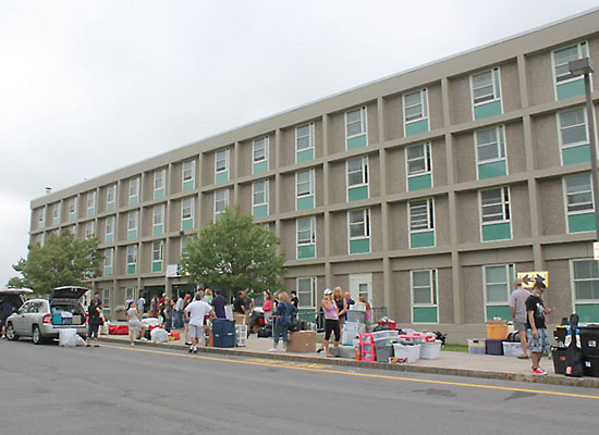 Oneida Hall student move-in day.