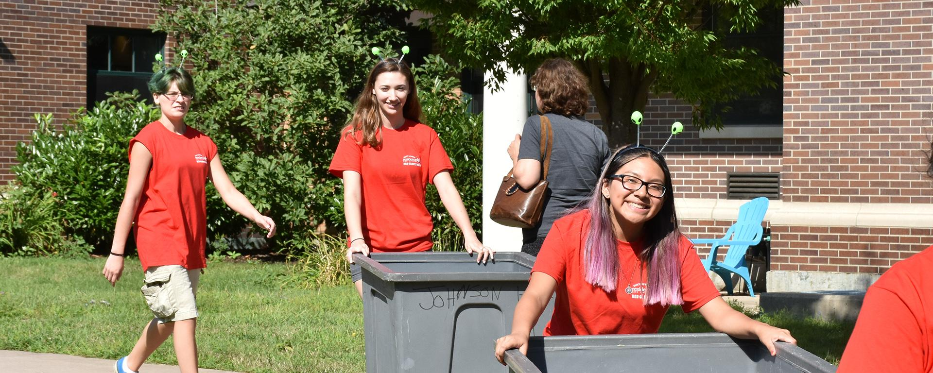 Red Carpet Crew students volunteer helping with move-in